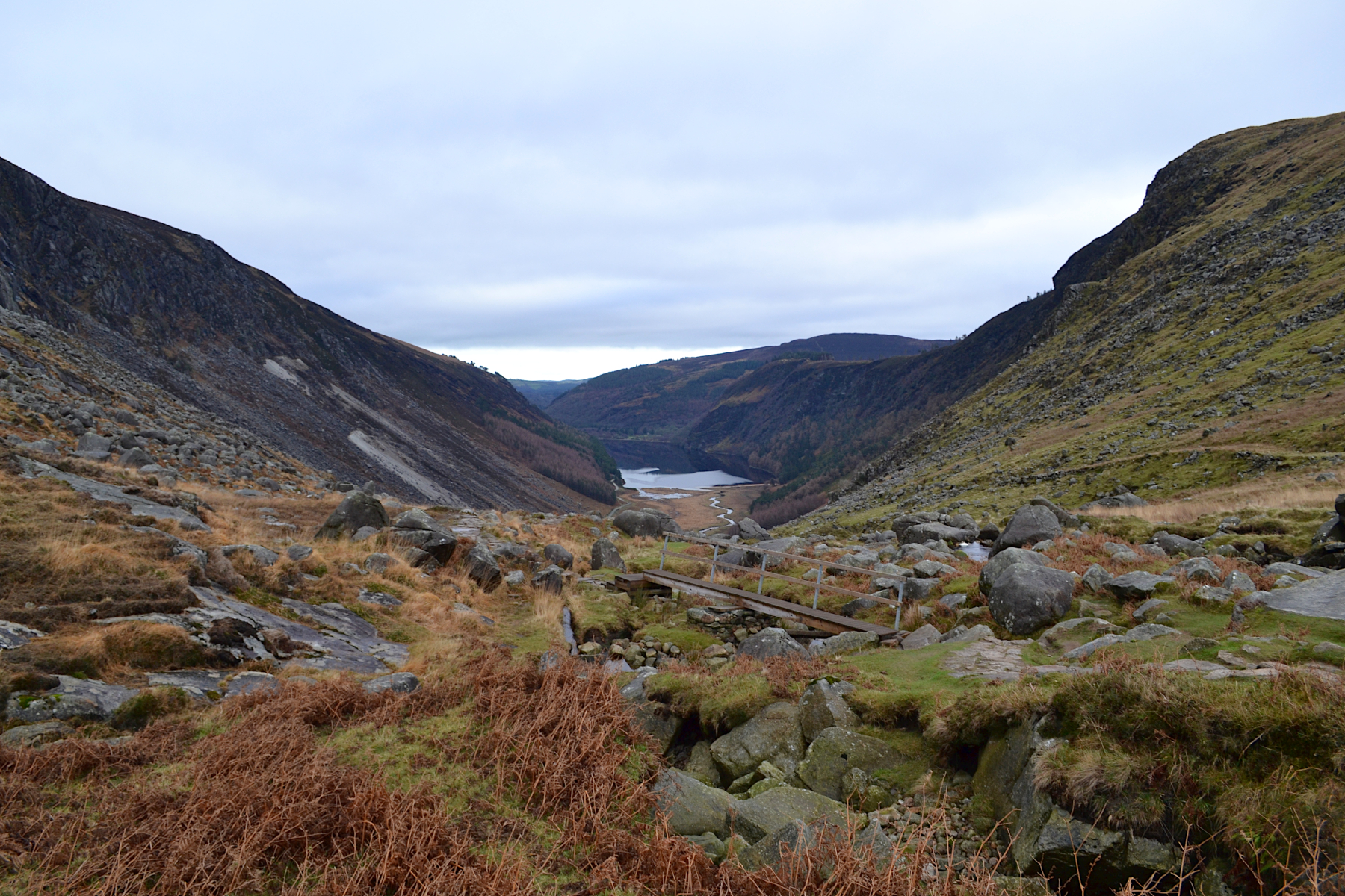 Upperlake de Glendalough, randonnée au parc national de Wicklow, trail, panorama et paysage